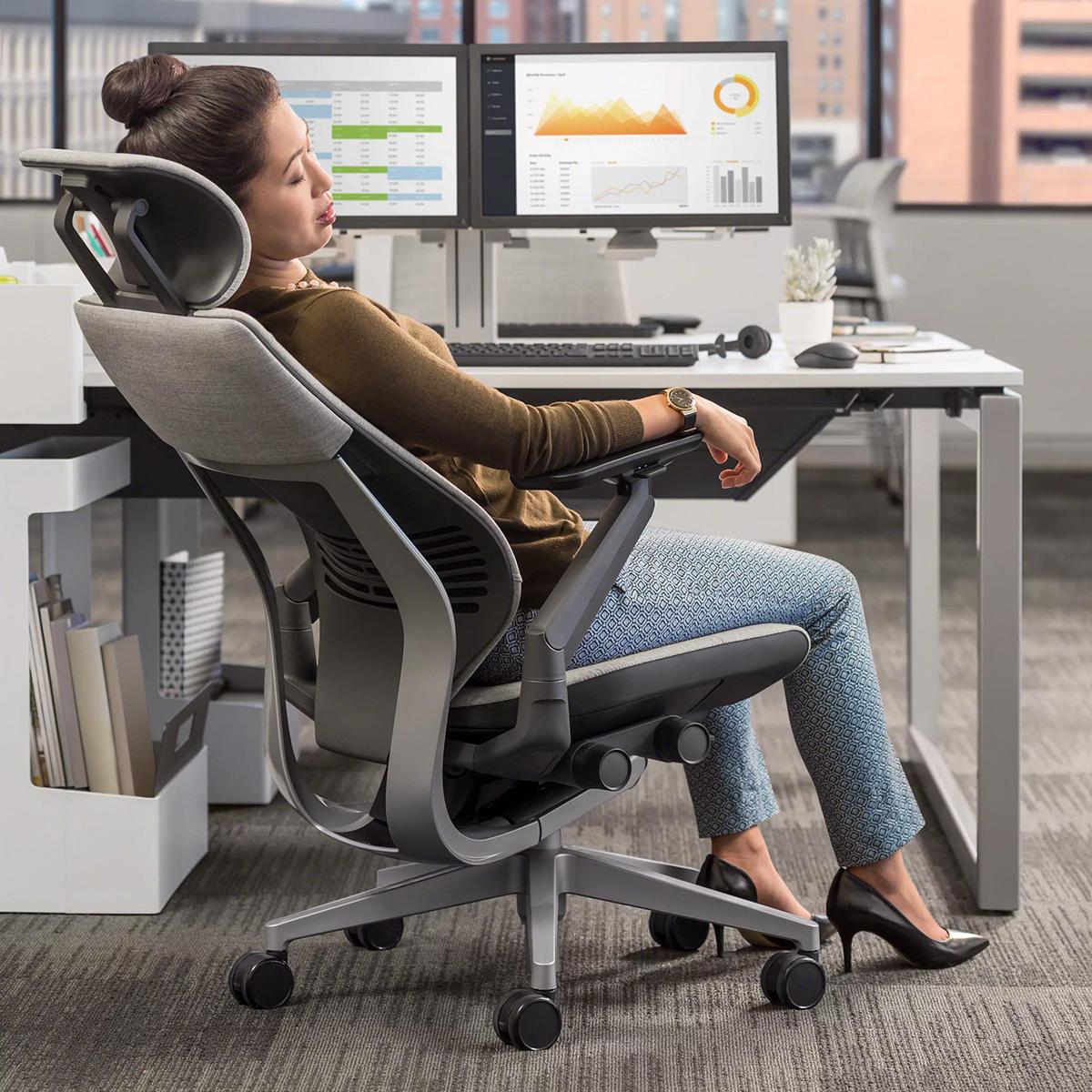 Steelcase GESTURE Gamingstuhl Sondermodell mit REMIX-Bezug und Kopfstütze