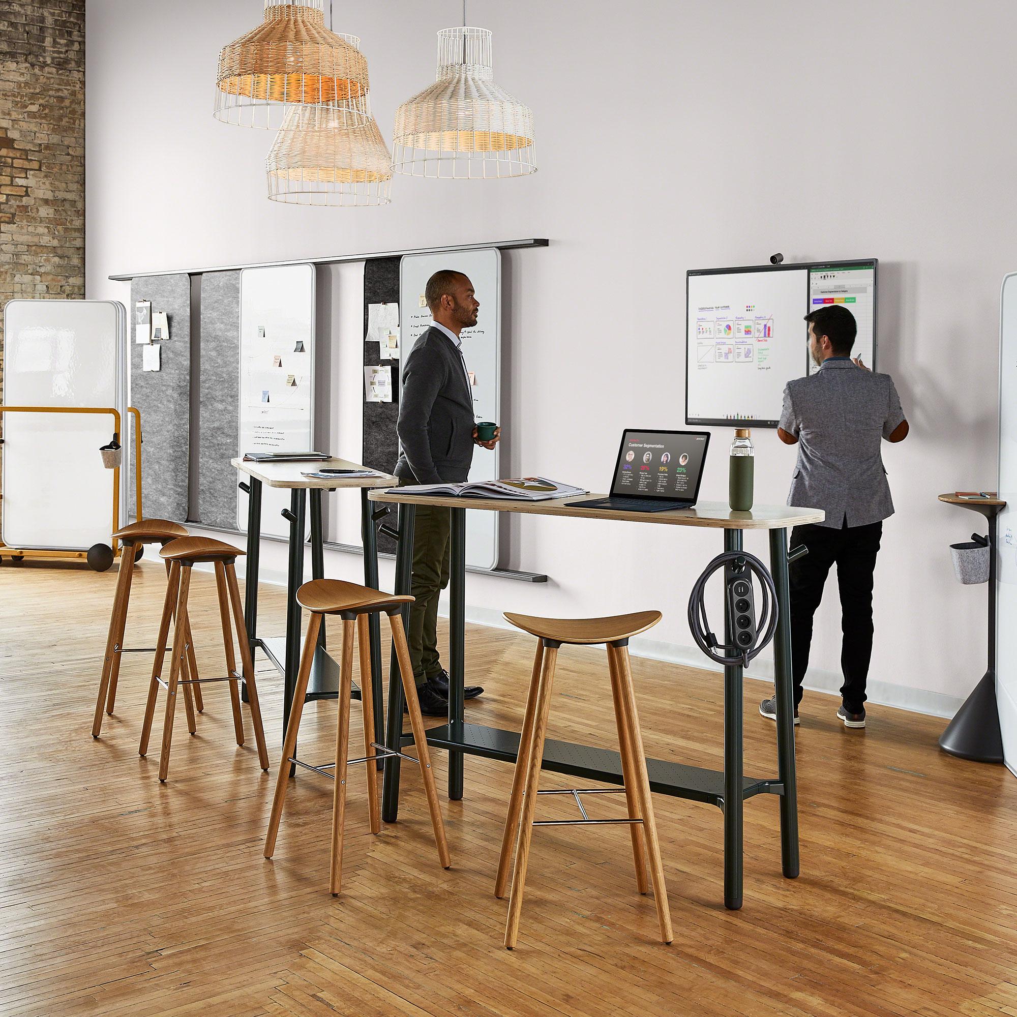Steelcase Flex Collection schmaler Stehtisch Slim für dynamisches Arbeiten