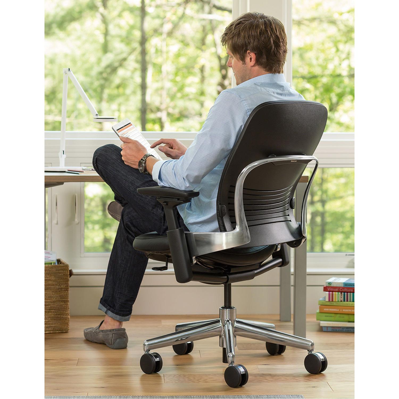 Steelcase LEAP V2 Bürostuhl mit Armlehnen und Lordosenstütze